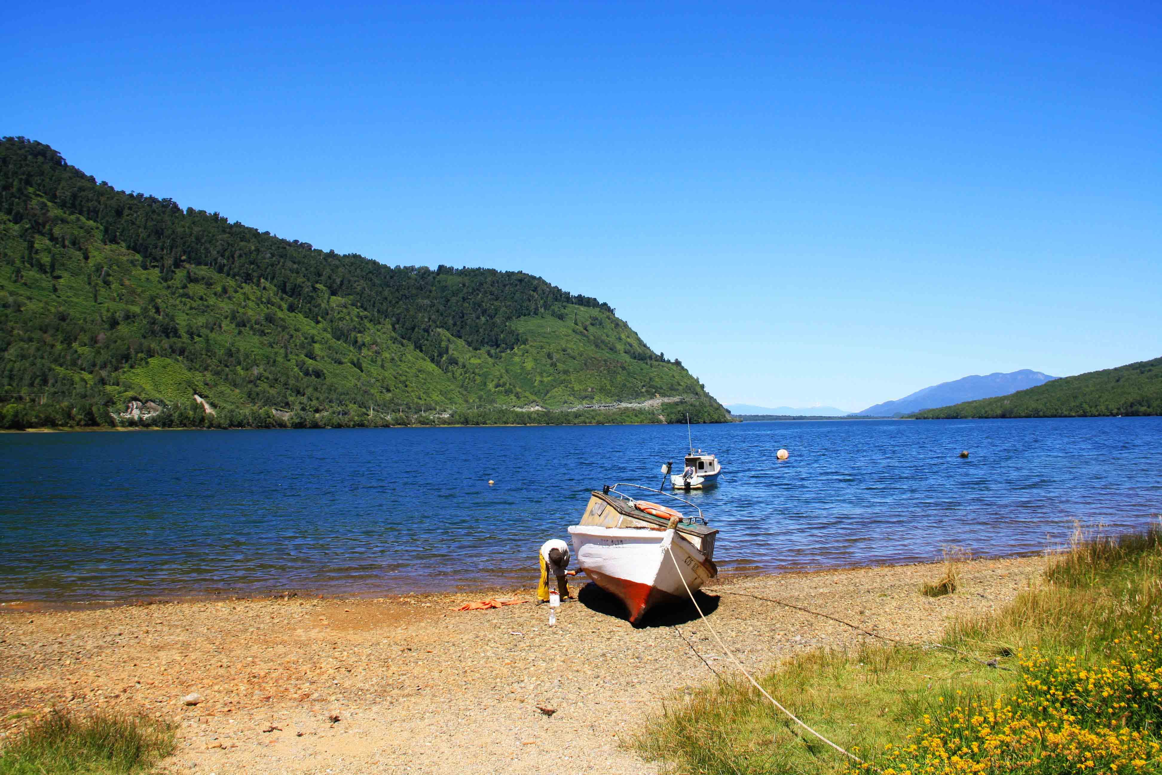 Puyuhuapi_boat_ocean