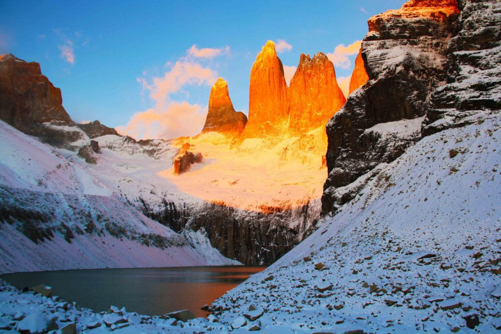 sunrise mountains torres del paine