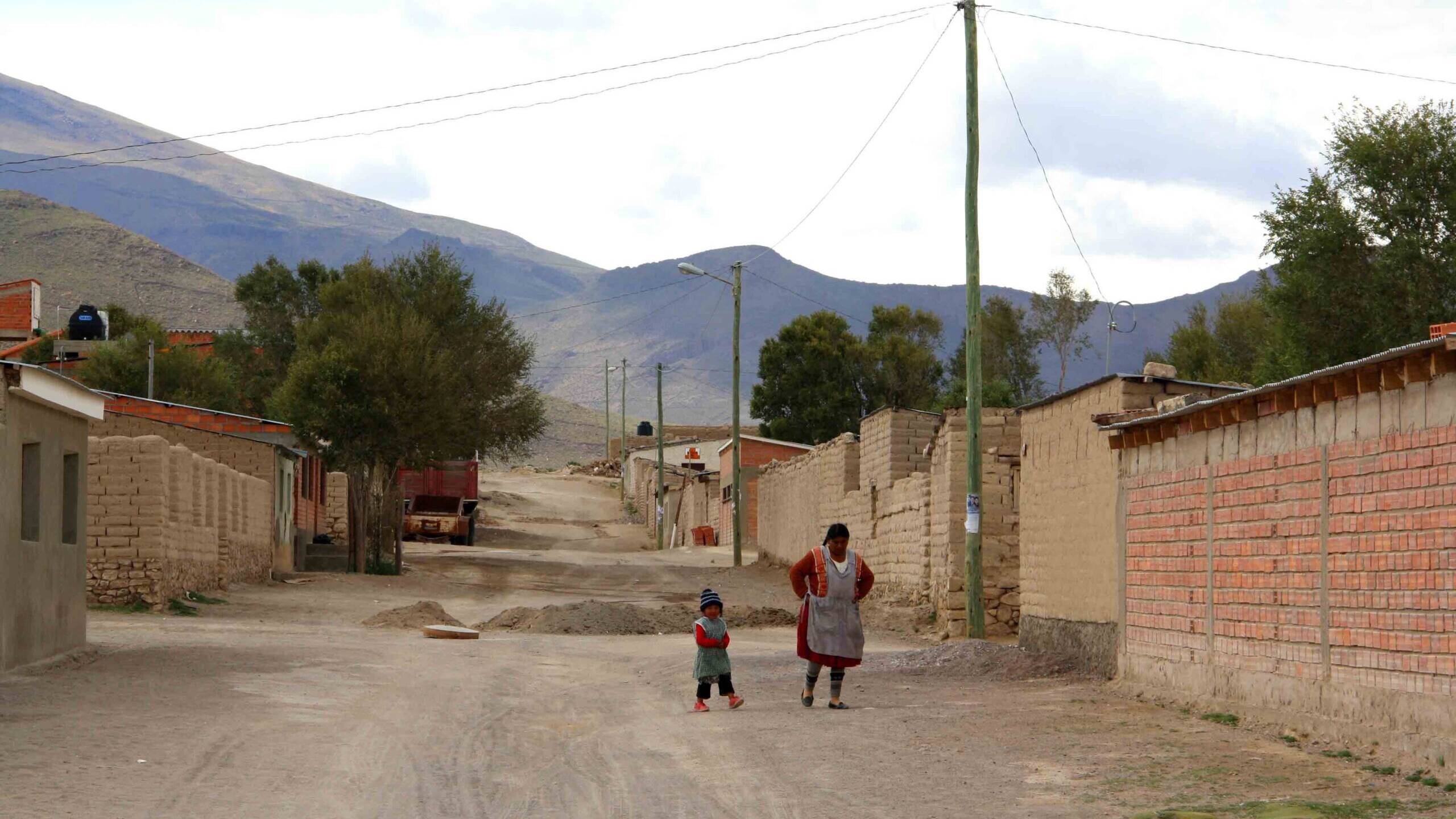 town uyuni tour bolivian woman and child