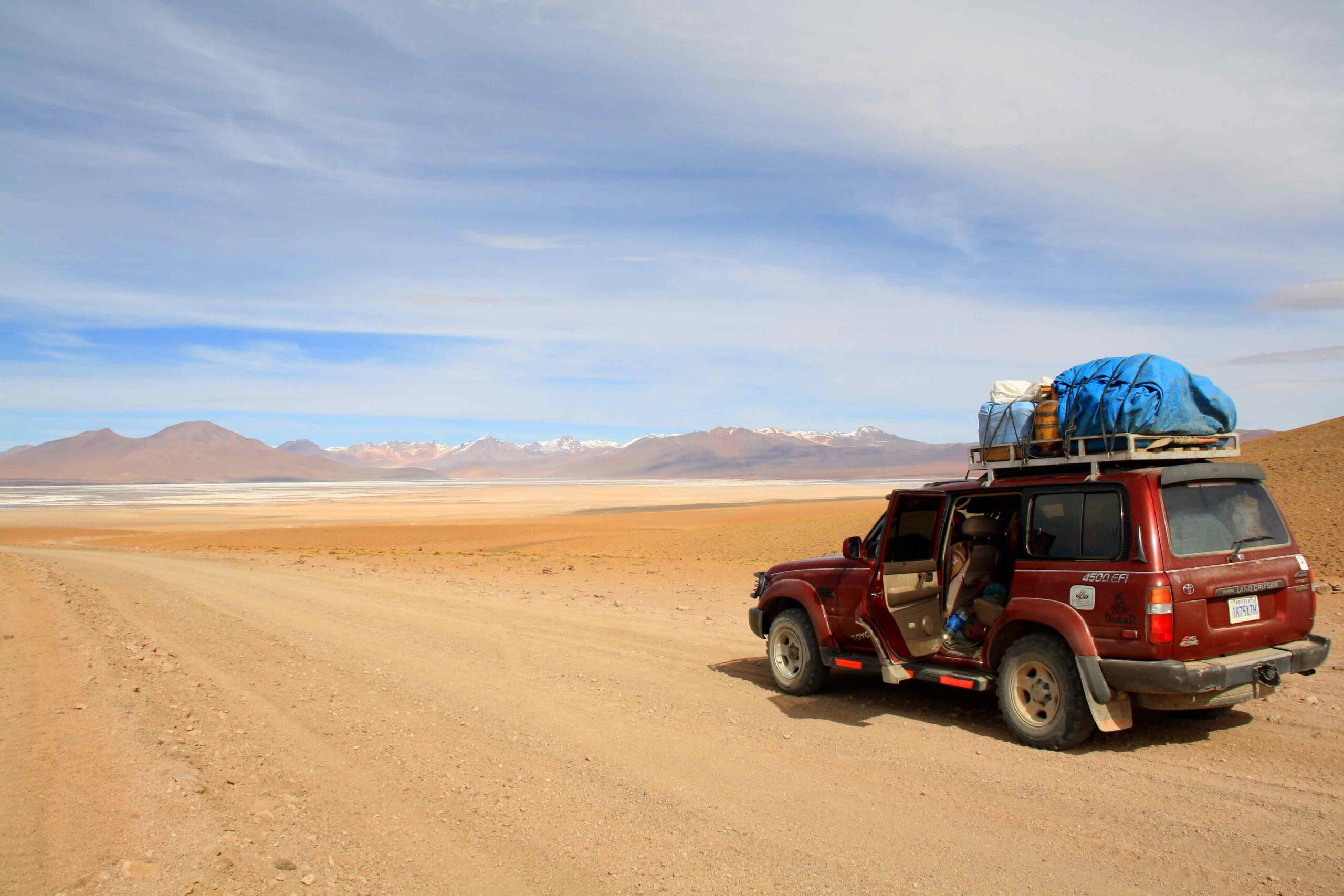 car view desert road uyuni tour