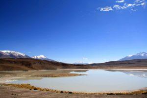 reflection mountains lake uyuni tour