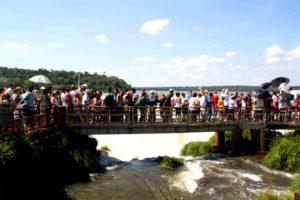 crowd iguazu falls semana santa