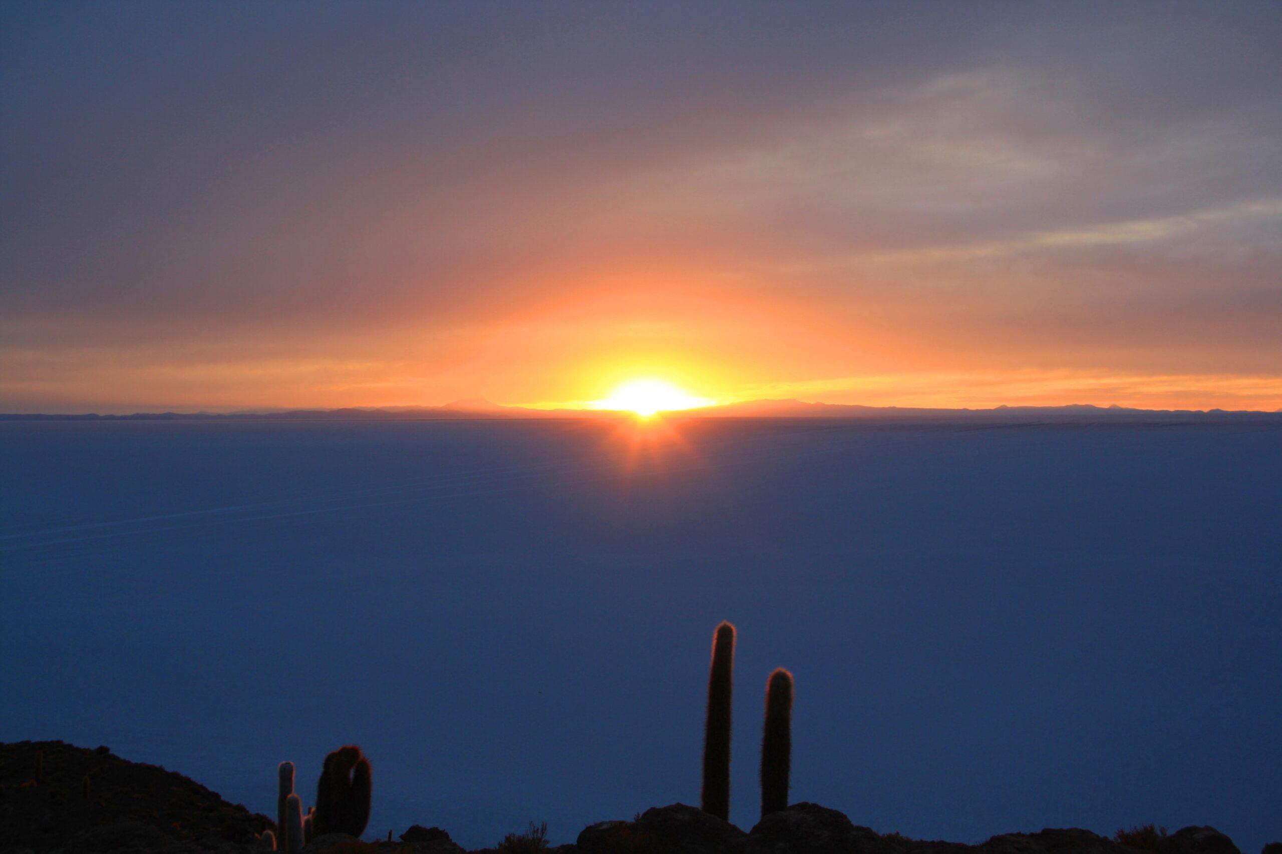 sunrise salt flats uyuni