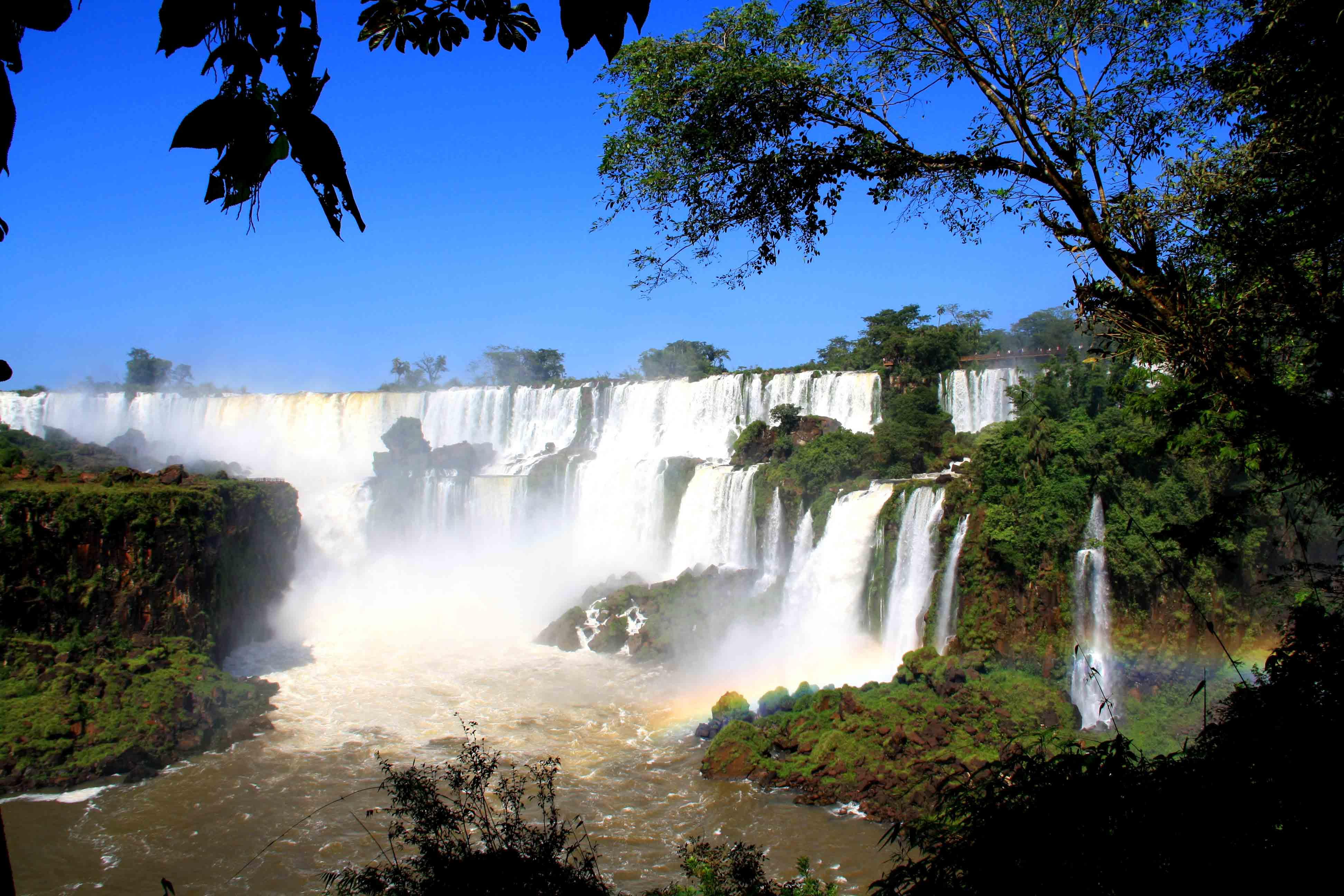 view rainbows iguazu falls