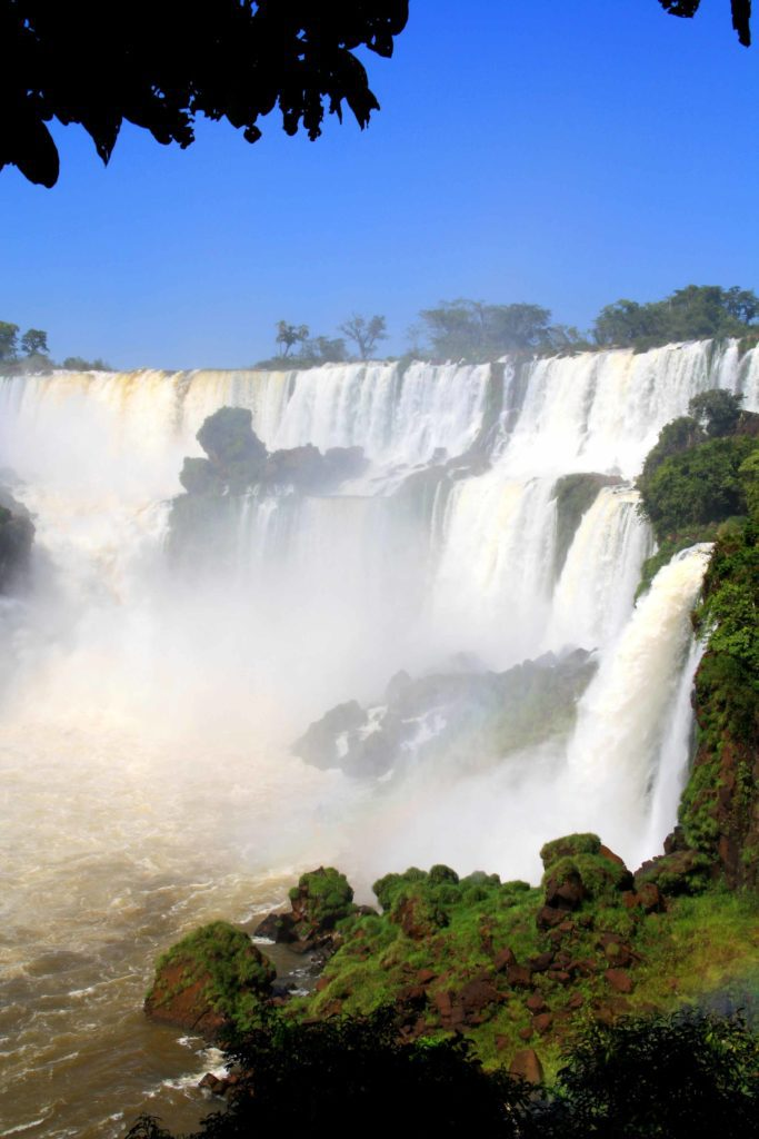 waterfalls wall iguazu