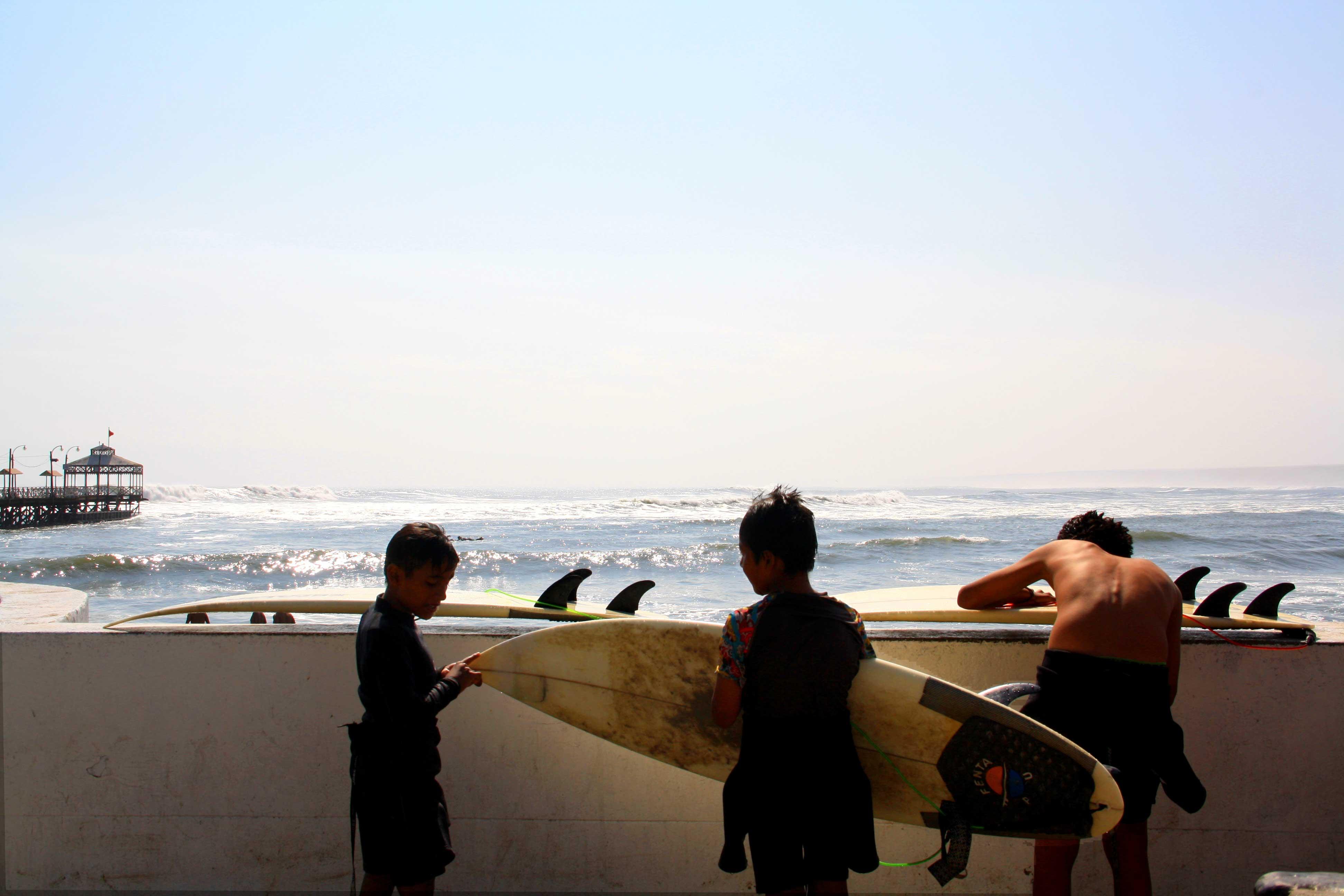 kids surfing surfboards peru