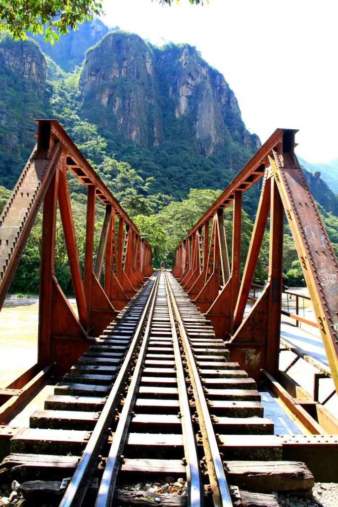train rails machu picchu peru