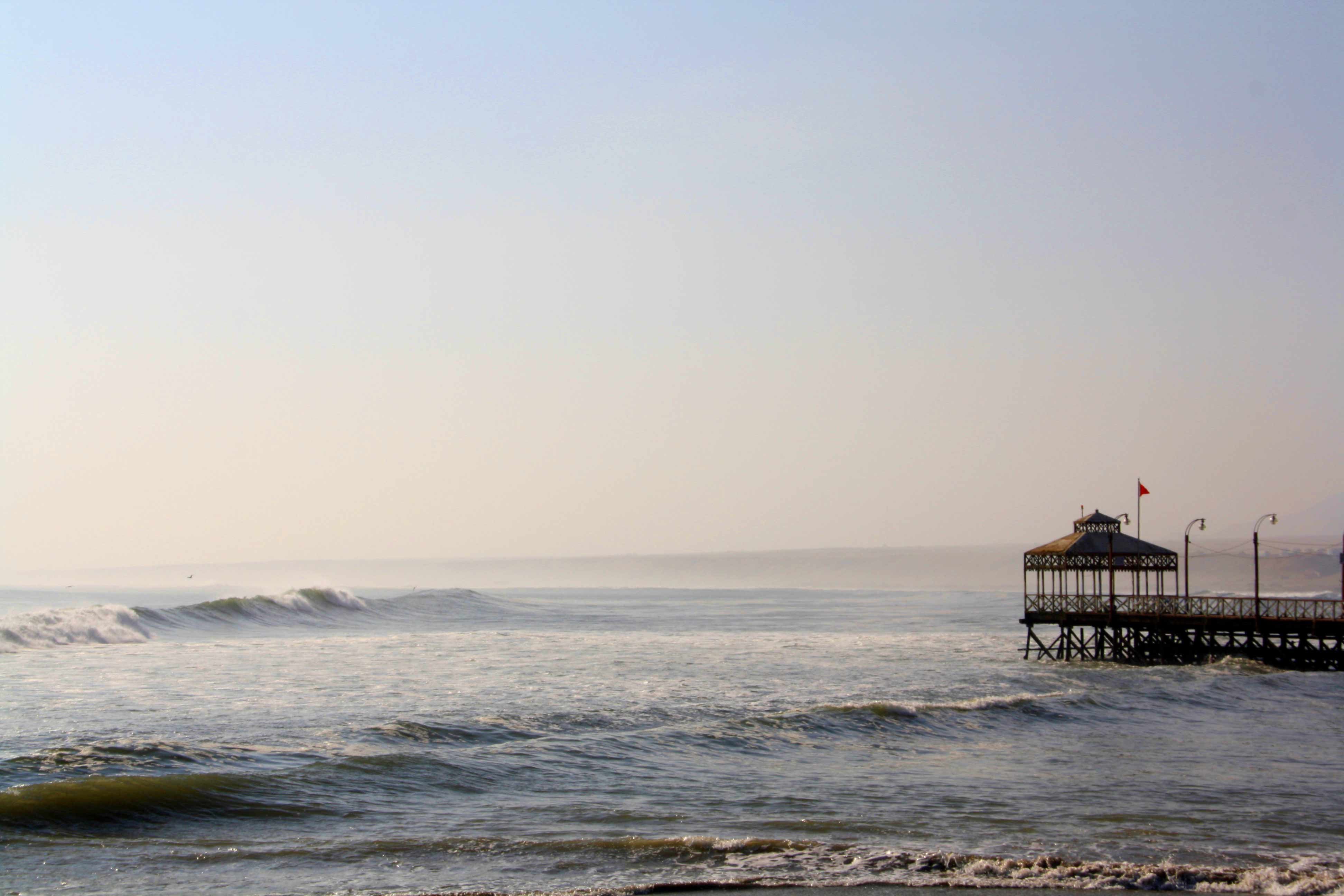 huanchaco pier waves