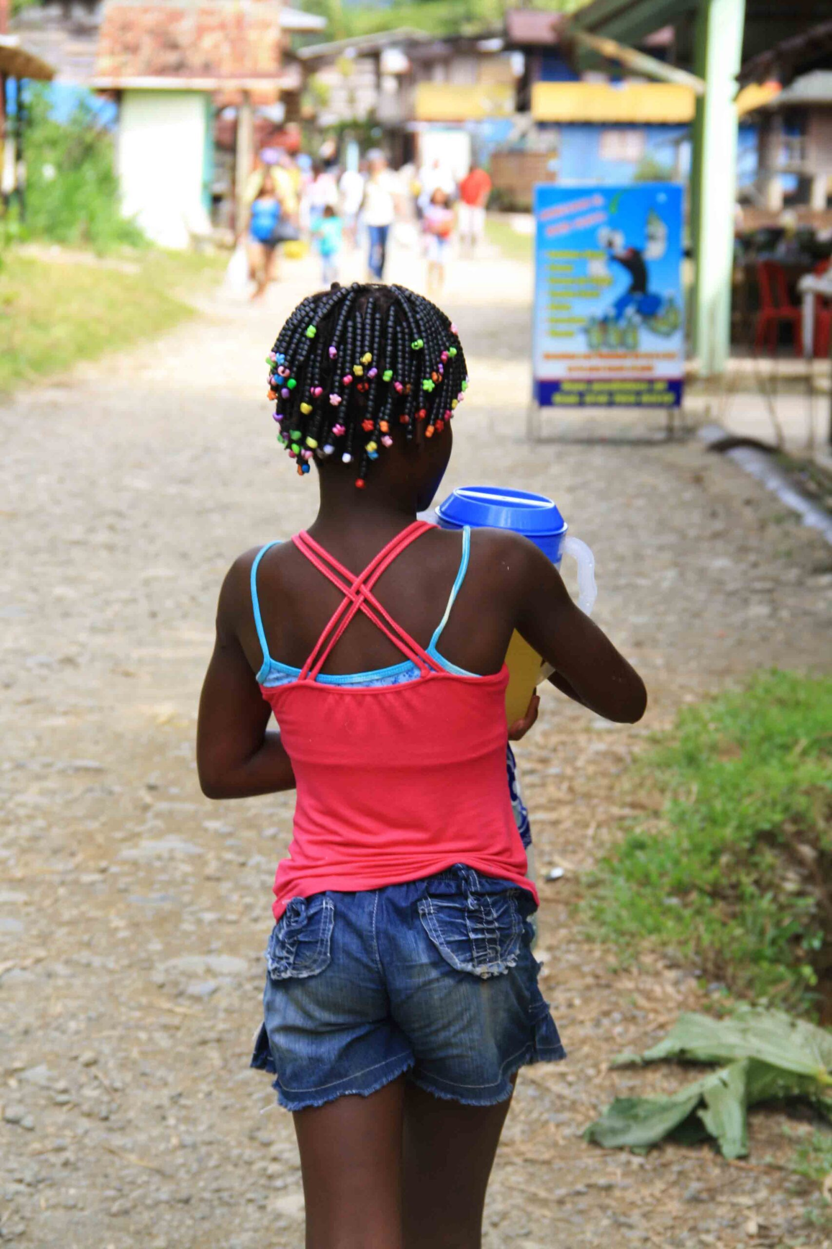 colombian girl in the streets of San Cipriano