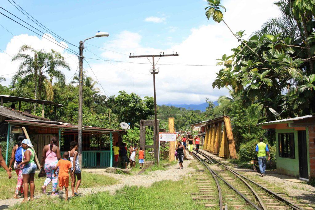 moto train jungle town colombia