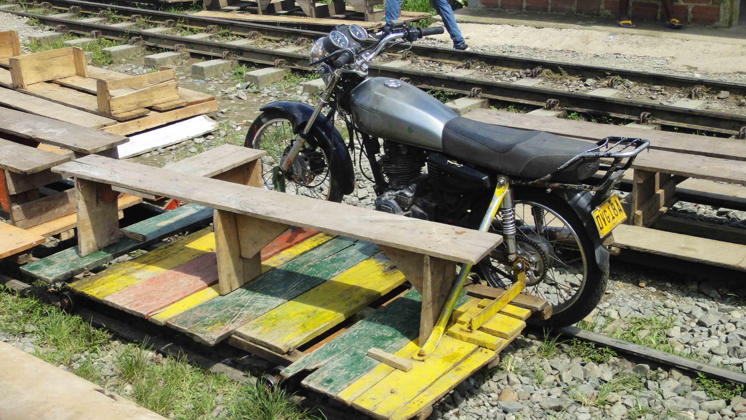 moto train san cirpriano colombia