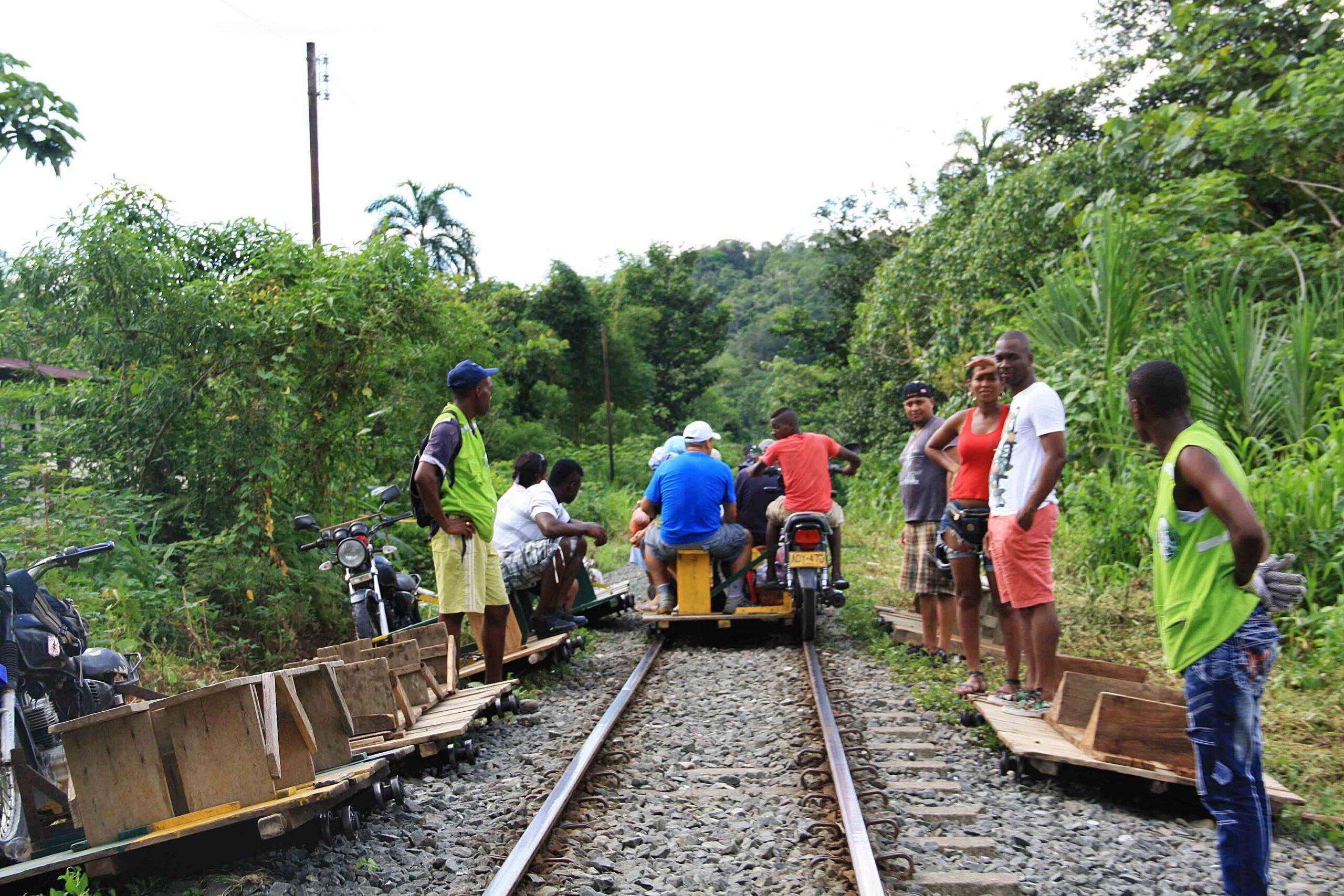 moto train traffic colombia
