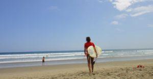 Surfing montanita beach
