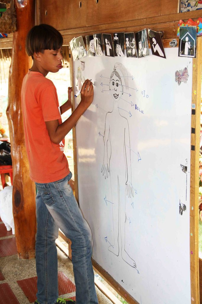 Body lesson at school at Mi Casa en Ipauratu
