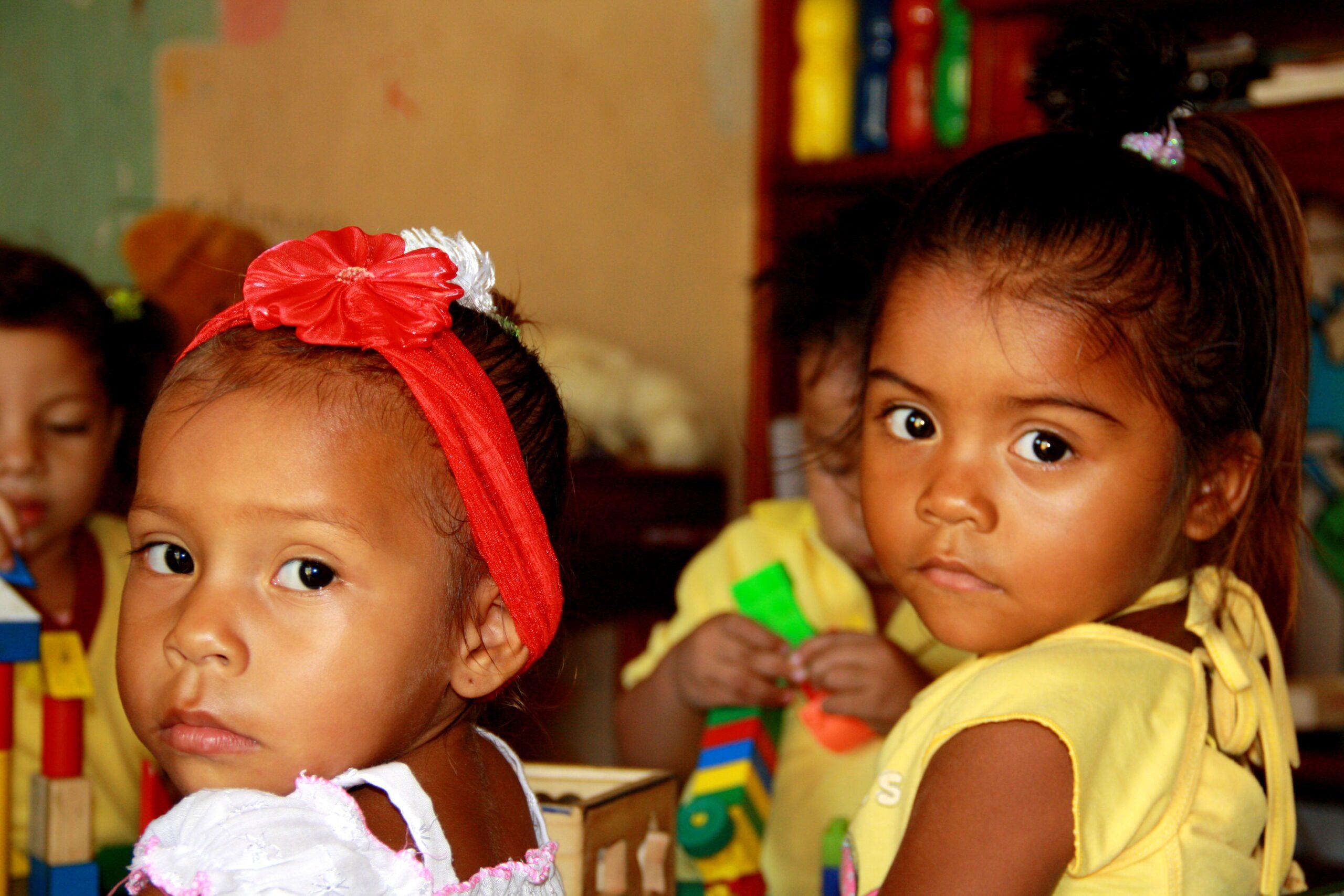 Little girls at the elementary school at Mi Casa en Ipauratu