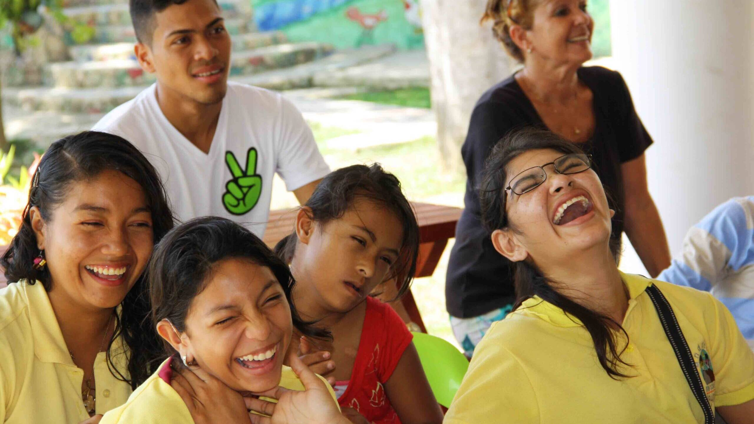 Laughing girls at Mi Casa en Ipauratu