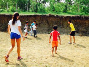 Playing soccer with Club D'Mentes at Mi casa en Ipauratu