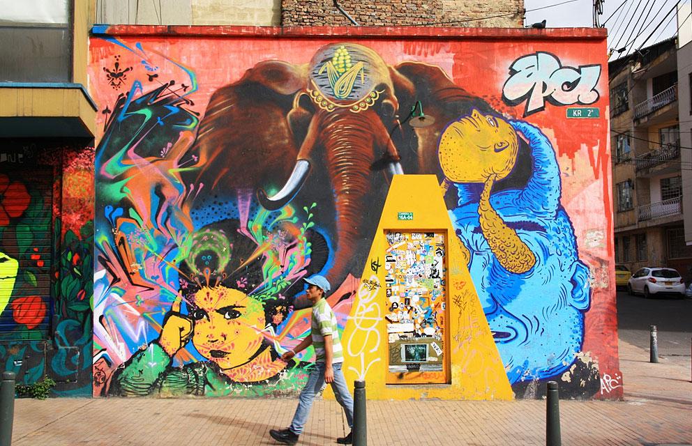 bogotá street art tour downtown