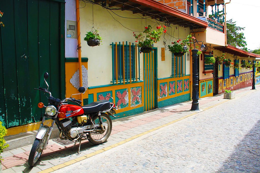 motorbike guatape streets