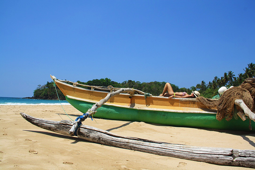 talalla beach fisherman boat sri lanka