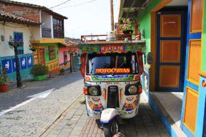 Tuk Tuk guatape town colors