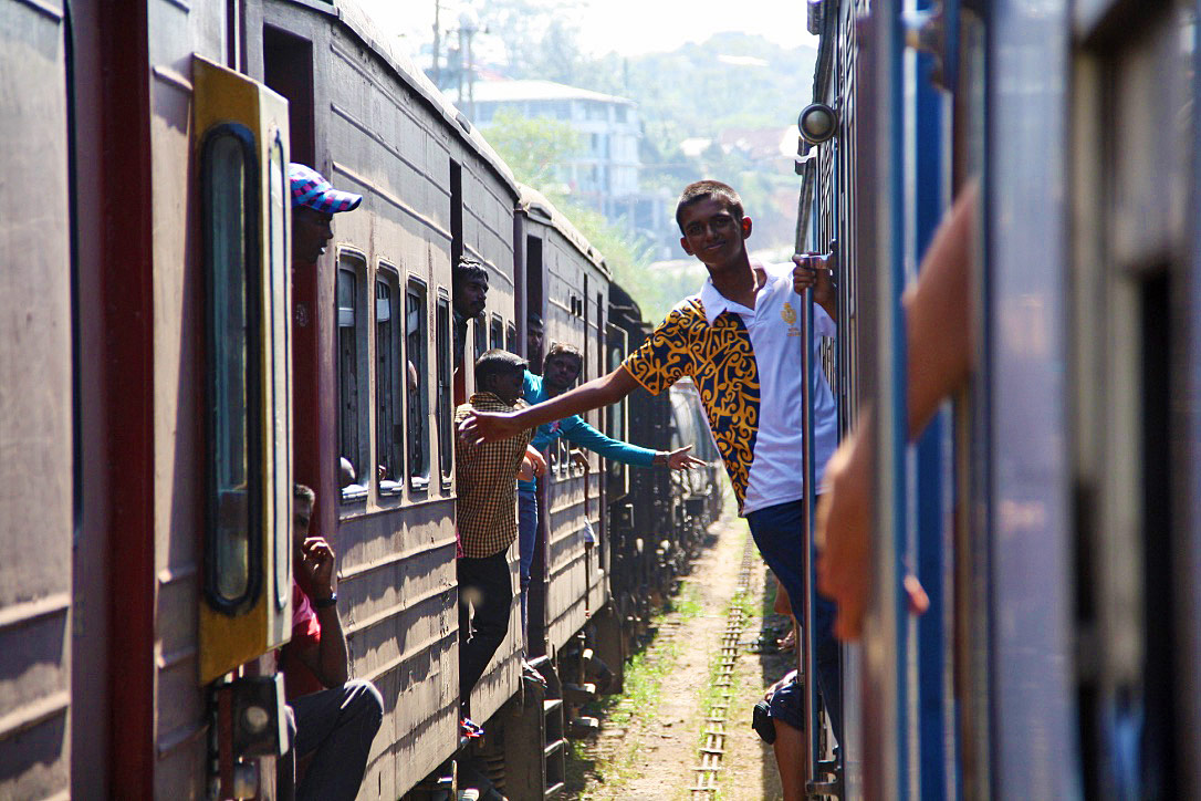 boys train station ella kandy