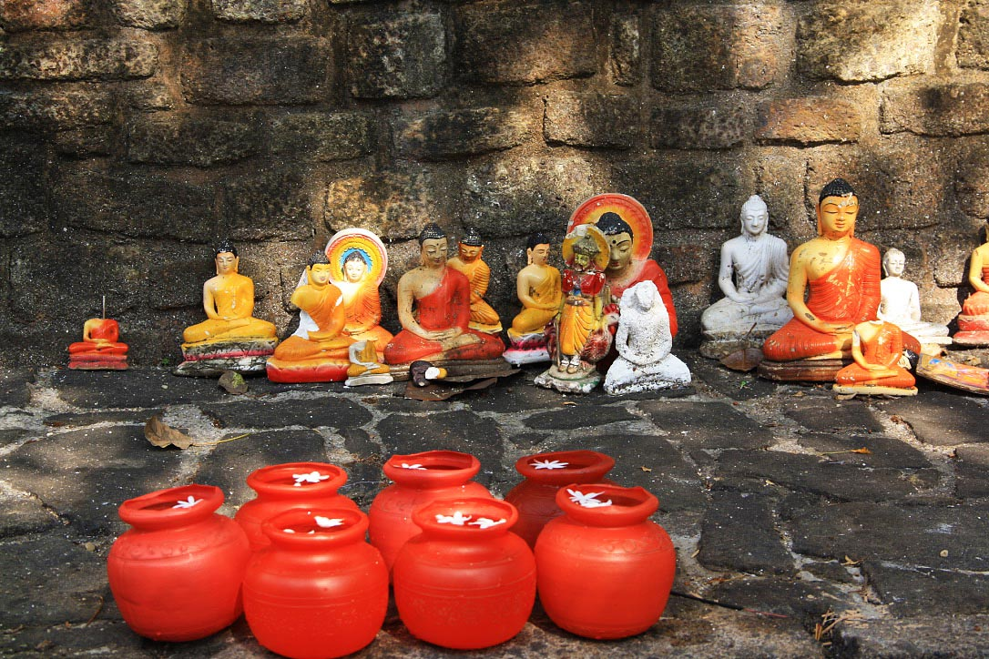 buddhism statues prayers natha devale kandy sri lanka