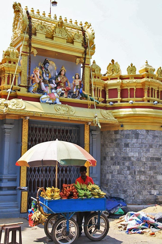 fruit vendor streets pettah hindu temple colombo sri lanka