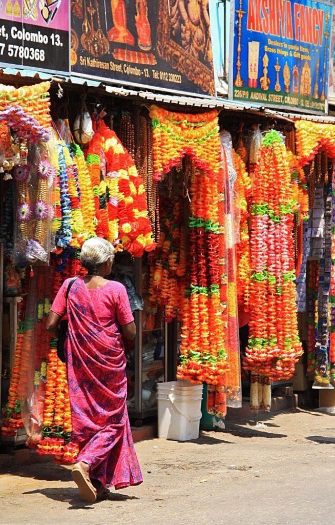 hindu women streets of pettah colomobo sri lanka