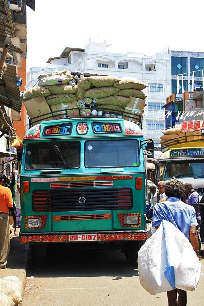 street life pettah markets colombo sri lanka