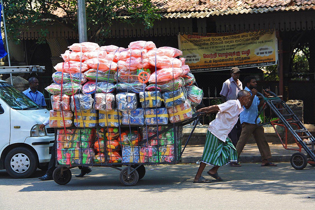 street vendor people pettah colombo sri lanka