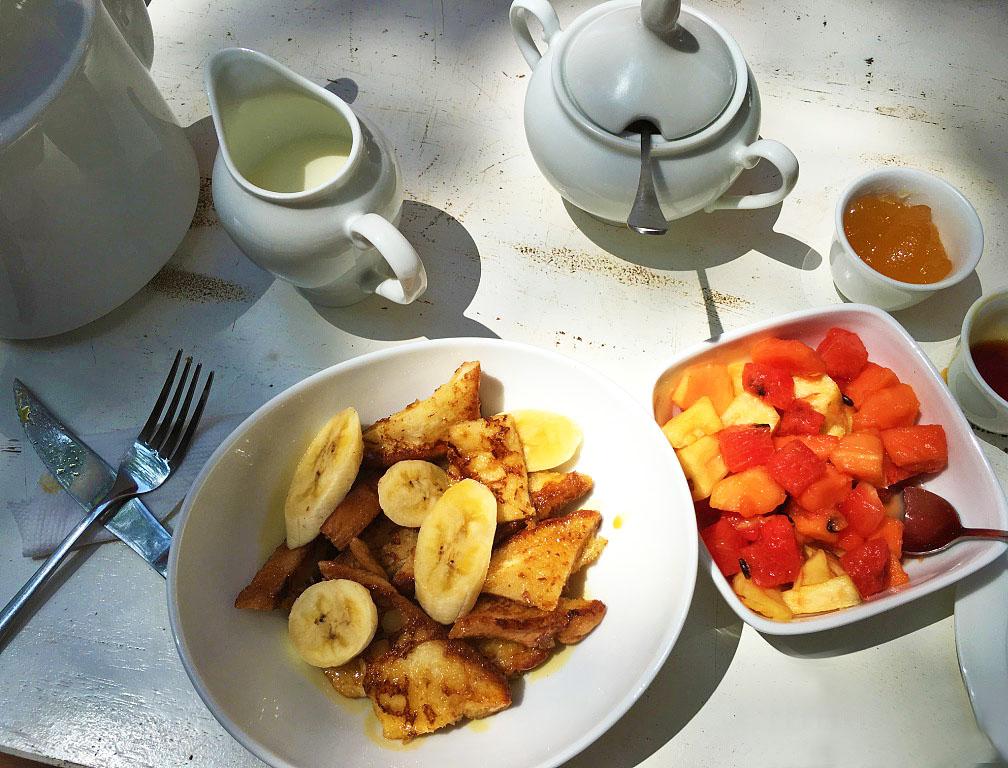 breakfast dots bay house hiriketiya beach food sri lanka