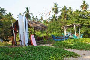 surf rental hiriketiya bay beach local sri lanka