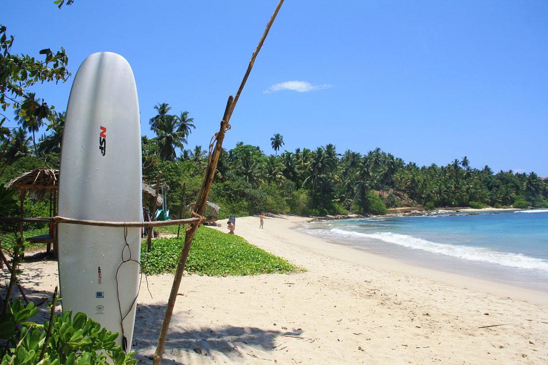 surfing beach hiriketiya bay sri lanka