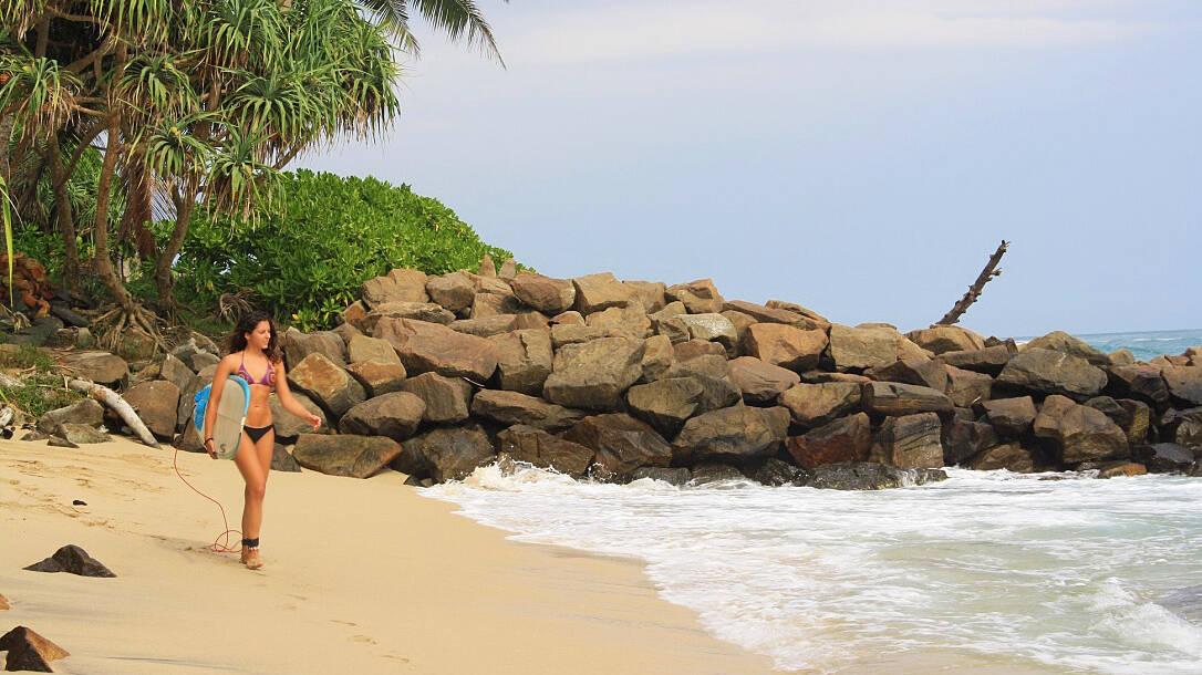 beach ahangama west surfing sri lanka