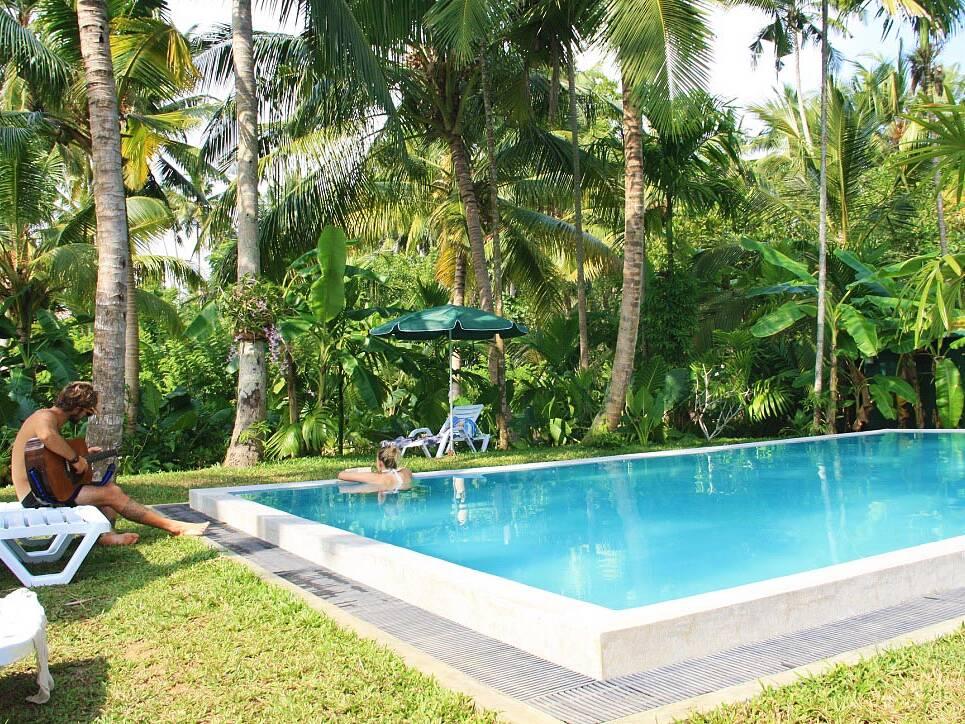 swimmingpool surf camp poe ahangama sri lanka