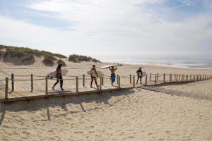 beach surfing praia da tocha no riding no life portugal