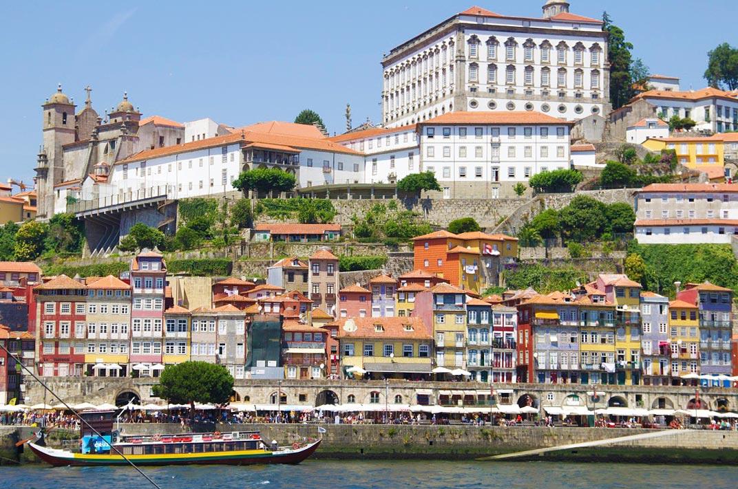 River sider Ribeiro Douro in Porto Portugal