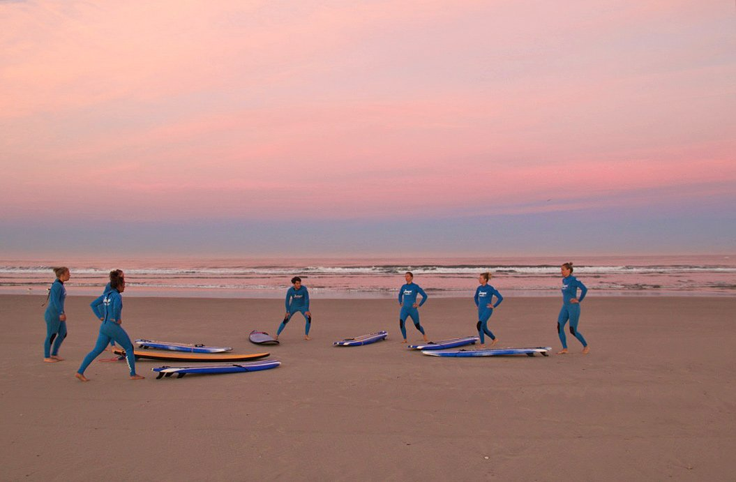 sunrise surf lesson warming up praia do cabedelo portugal no riding no life