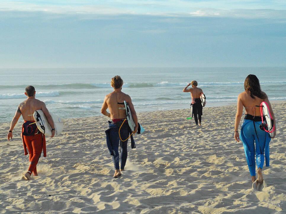 sunset surf session no riding no life praia da tocha portugal