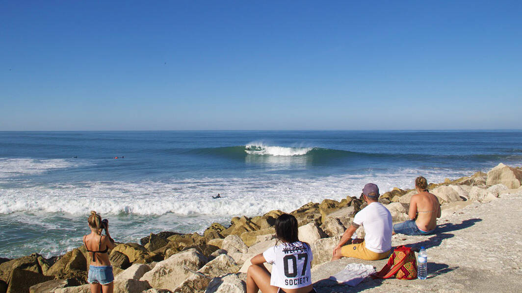 surfing praia do cabedelo beach waves portugal