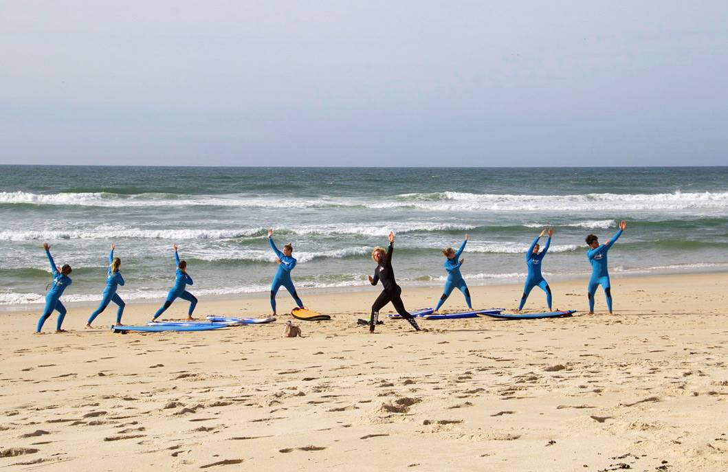 warmimg up surfing beach praia da tocha ticket2surf portugal