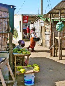 market ponto do ouro woman mozambique