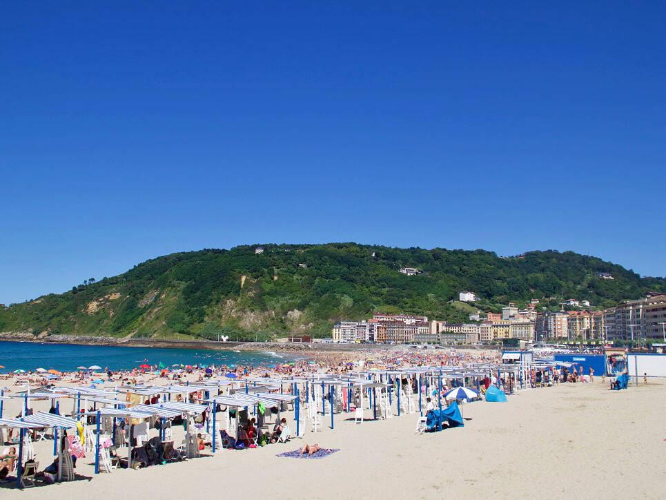 playa zurriola surfing beach san sebastian spain