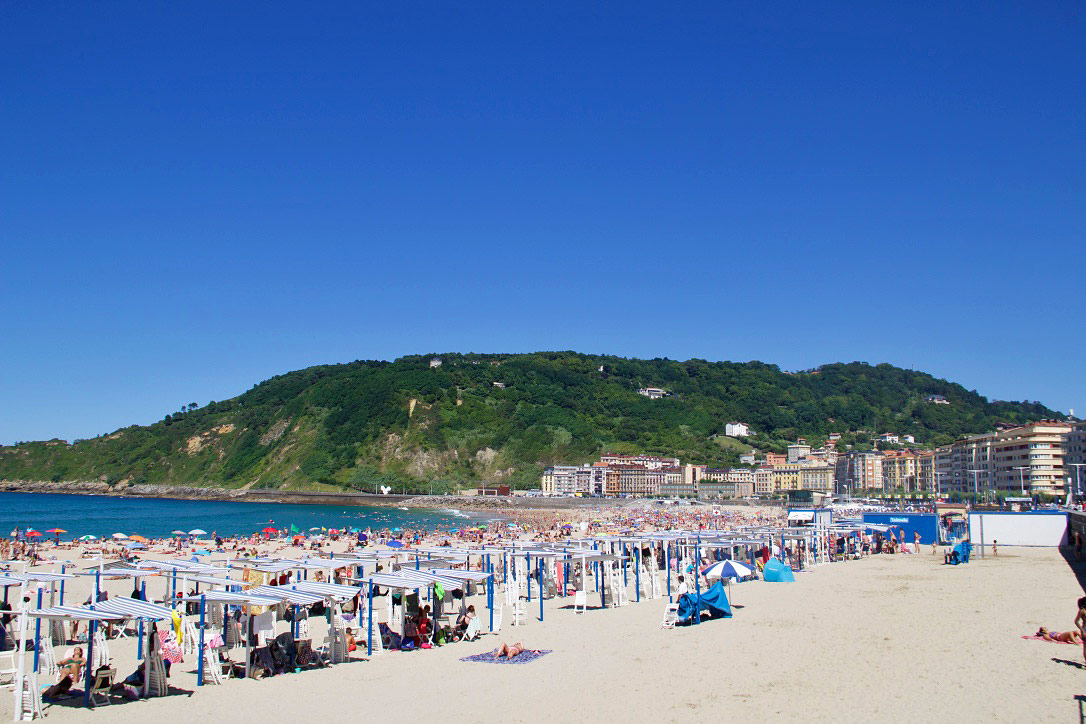 playa zurriola surfing beach san sebastian spain