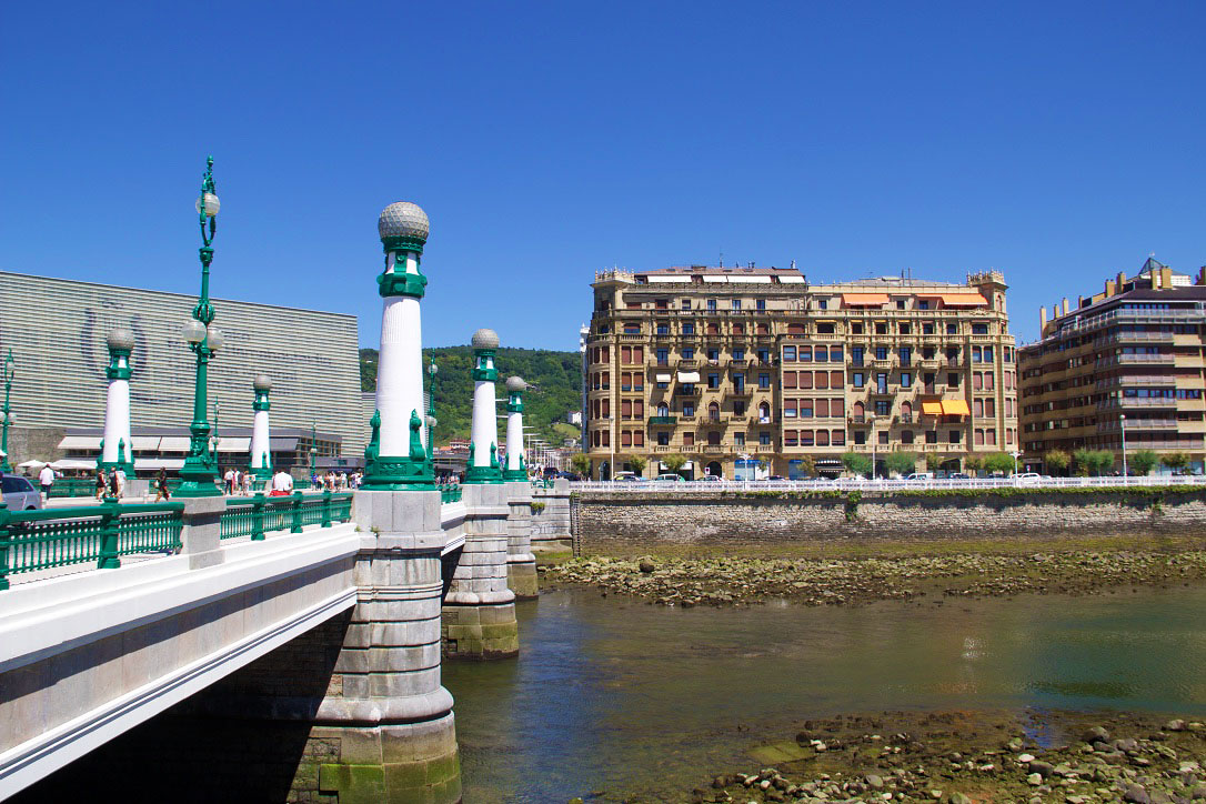 san sebastian river gros city spain