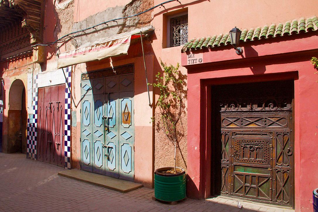 street marrakech doors riads morocco