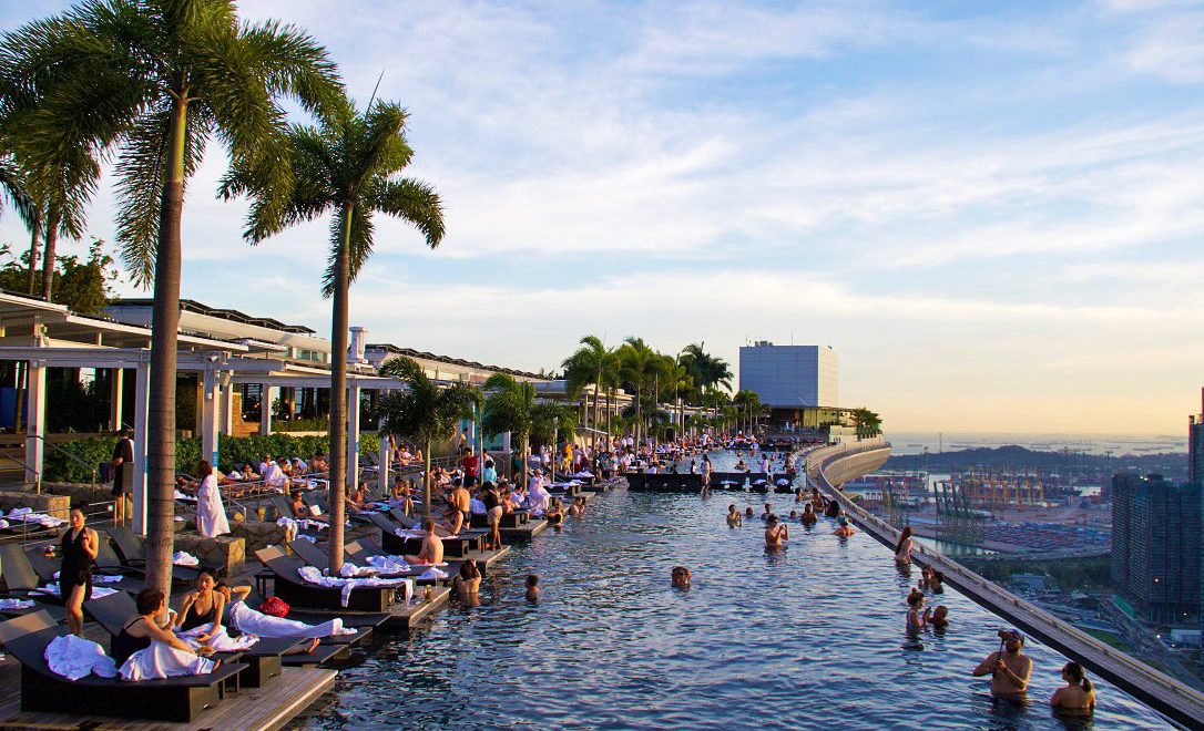 swimmingpool marina bay sands hotel singapore view