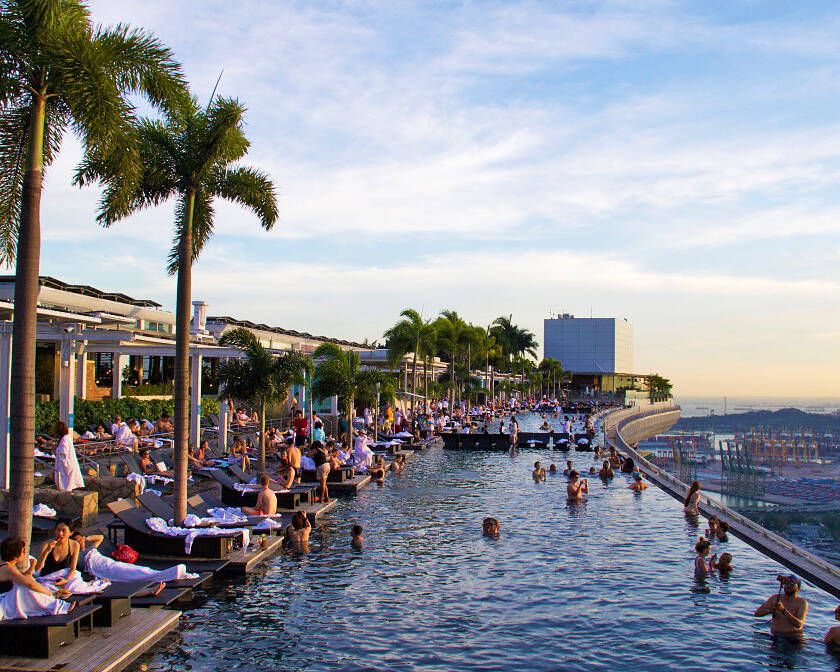 swimmingpool marina bay sands hotel singapore view