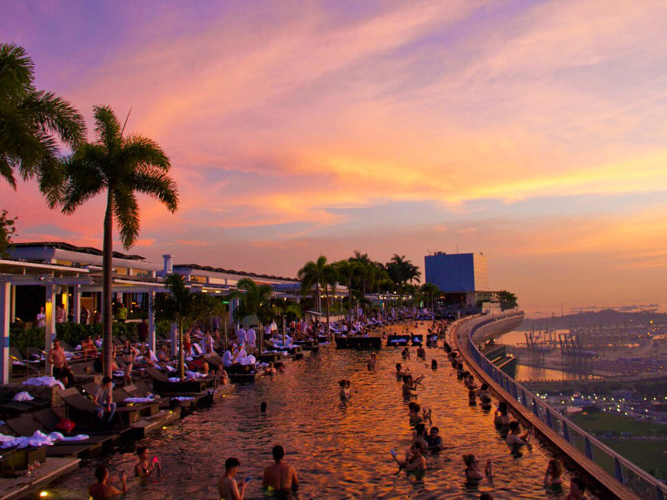 swimmingpool marina bay sands rooftop view singapore